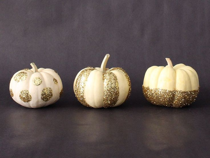 Happy Halloween, Fall, and Thanksgiving! Whatever autumnal occasion you've got on the docket, beready with decorated DIY glitter pumpkin flair.  These d