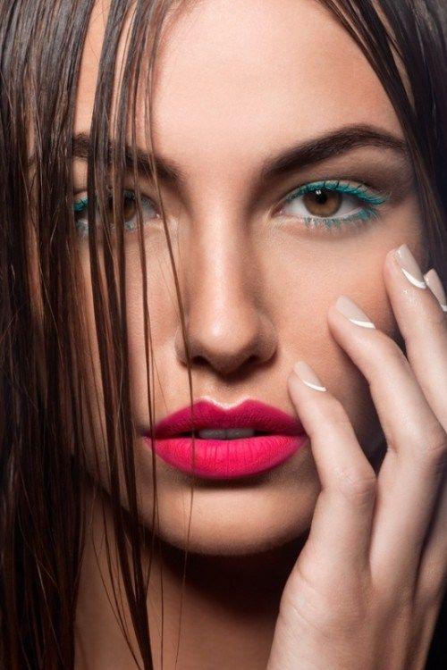 Come ogni primavera torna il trend del mascara colorato: abbiamo selezionato 5 idee di trucco per occhi marroni, verdi e azzurri!