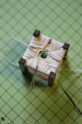 Tee se itse ohjeita     Kerron täällä tekemistäni nukkekodin tarvikkeista hiukan useamman kuvan kera.     Tällä ohjeella voit tehdä miniaty...