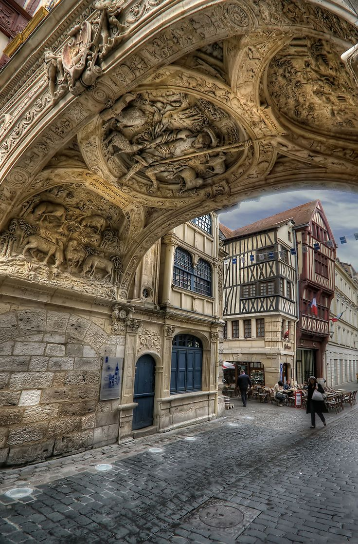 The historic atmosphere of Rouen : rue du Gros - Horloge