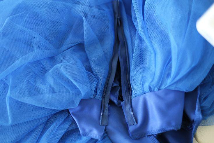 Blog by Anna Onopiuk: Jak uszyć tiulową spódnicę. Tiulowa spódnica z 5 warstw na prostokącie, instrukcja jak szyć. Na pasku, z suwakiem.
