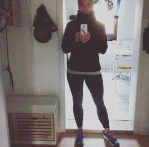 Reicht der Fleece Hoodie oder doch lieber die Softshell Jacke und muss es wirklich immer extra Funktionsunterwäsche sein? - Was Ihr beim Laufen am Besten anzieht und warum erkläre ich Euch in einem meiner ersten Beiträge.    #fitgirl #runnergirl #runner #läuferin #läufer #laufen #laufbekleidung #blogger #blog #bloggerin