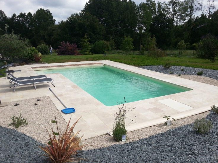 Entourage piscine en travertin terrasses pierres for Piscine design plage