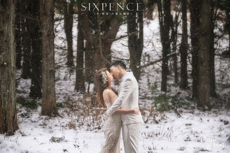 This bride's simple & elegant look is perfect for this romantic snowy wedding photo!