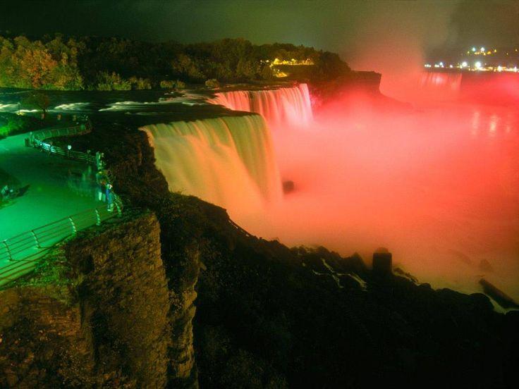 Iguazú falls by night