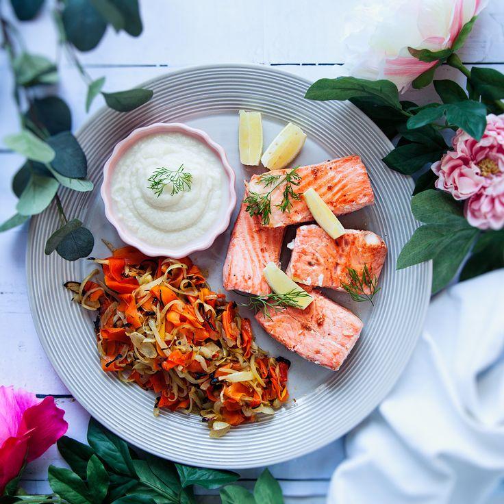 Laga fräsch laxfilé smaksatt med citron signerat Fredrik Jonsson! Servera med blomkålspuré och rotfrukter. Recept på smarrig laxfilé finns på Tasteline.