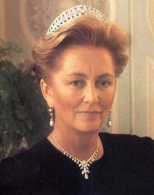 Regina Madre Paola del Belgio, nata Donna Ruffo di Calabria dei Principi di Scilla, Palazzolo e Licodia Eubea (1937)