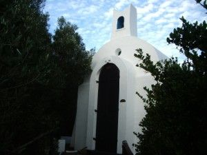 Chapel of Saint Luke, Onrus near Hermanus. St Luke's at Onrus River is one of the few small and private churches in South Africa. The little Eastern Orthodox styled chapel, near Hermanus in the Cape, is certainly one of the most interesting. Minuscule place of worship.