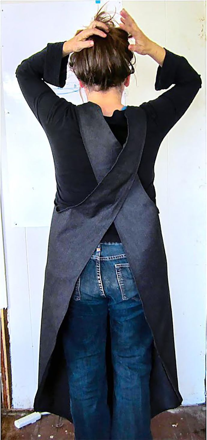DIY Mobius Apron, an apron with only one edge. And one hole. Studio smock? ty, Sewing Secrets. via Instructables