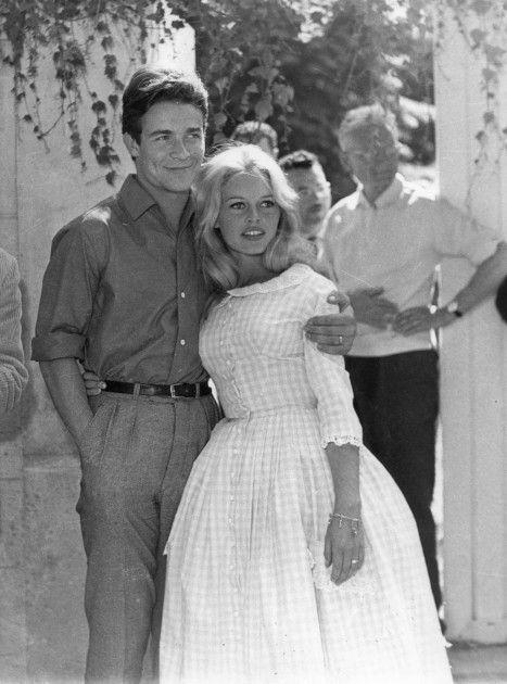 Brigitte Bardot . Jaques Charrier .1959 . Robe vichy rise .Jacques Estérel .