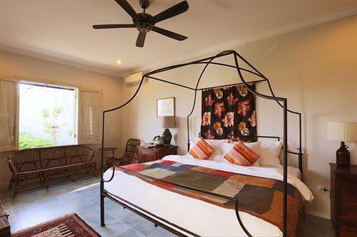 ZOCKO: Brown Feather Hotel Bali