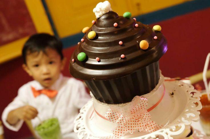 My Giant Cupcakes-Choco Pinata