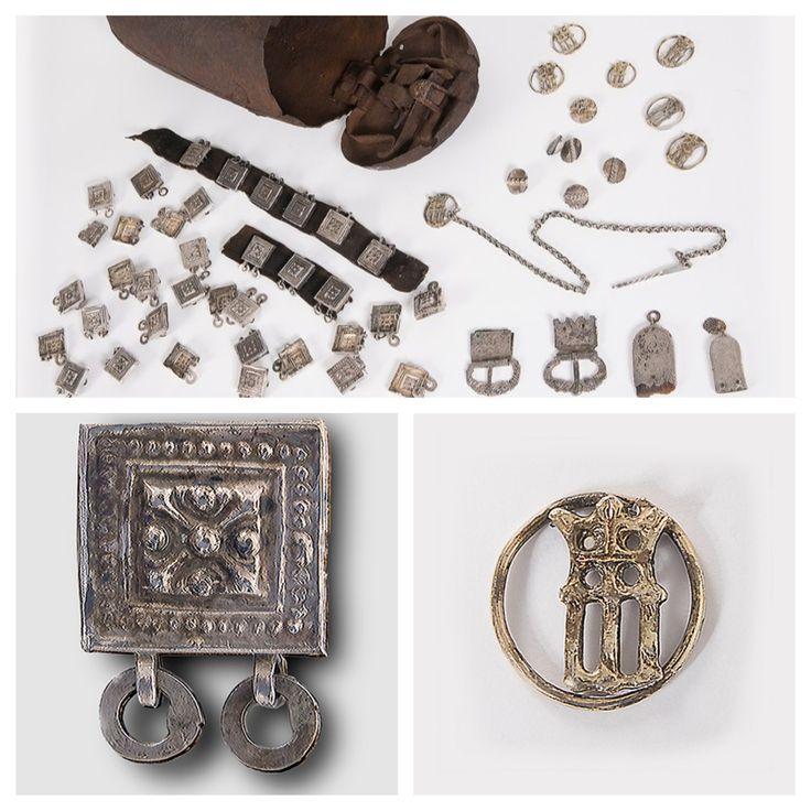 """Samisk silverskatt i postskrin från 1600-talet. 1930-talet gjordes vad som beskrevs som ett skattfynd i Passekårså, som ligger i närheten av Kiruna, men i Gällivare kommun. Passekårså betyder den heliga ravinen på samiska. Saami silver treasure found in 1930's in Passekårså (Saami for """"holy ravine"""")"""
