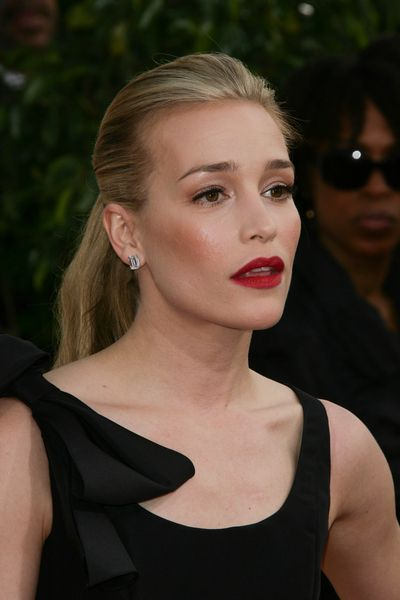 Piper Perabo shines in a ponytail