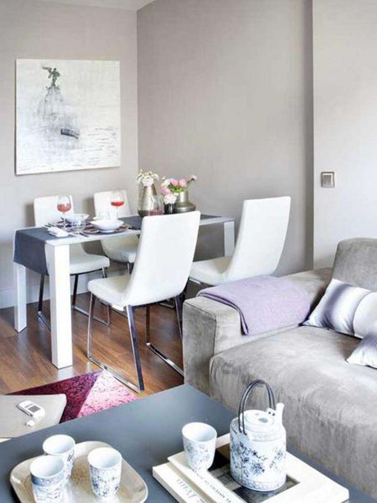 Dans un petit appartement la salle à manger et le salon se partagent la même pièce