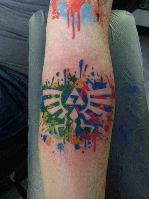 Nice The Legend of Zelda hylian crest colored tattoo :)