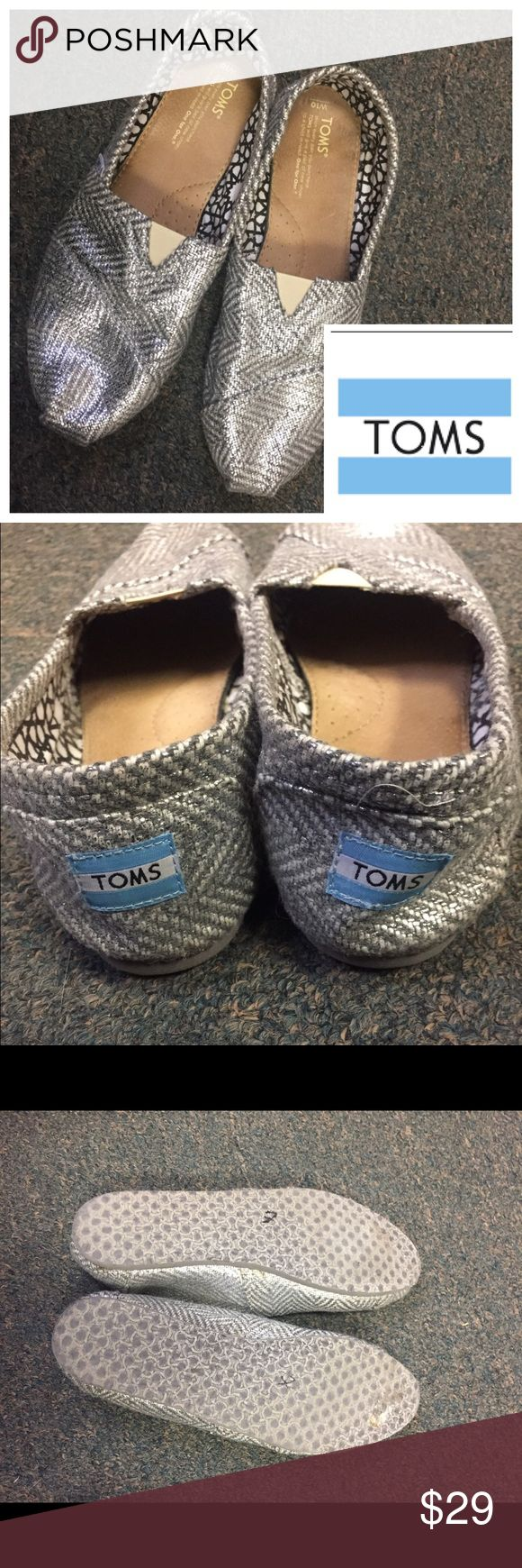 ⚜Women's Silver Herringbone Toms. Size 10 ⚜Women's Silver Herringbone Toms. Size 10. Excellent condition. Worn once. Very clean. TOMS Shoes Espadrilles