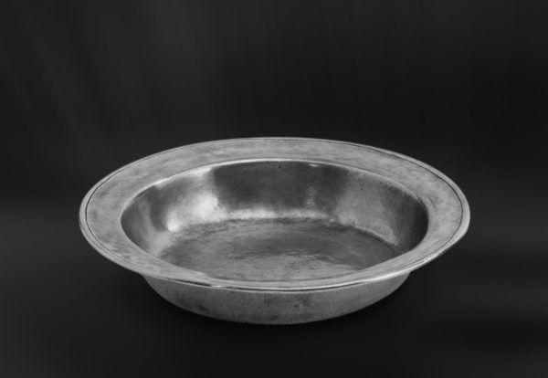 Pewter Bowl - Diameter: 25 cm (9,8″) - Food Safe Product - #bowl #pewter #catinella #ciotola #scodella #bacinella #peltro #zinnschüssel #schüssel #zinn #étain #etain #peltre #tinn #олово #оловянный #tableware #dinnerware #table #accessories #gifts #giftware #home #housewares #decor #design #bottega #peltro #GT #italian #handmade #made #italy #artisans #craftsmanship #craftsman #primitive #vintage #antique