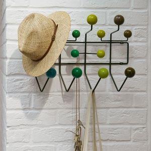 Hang it all er et alternativ til enkle kroker. De fargerike treballer av