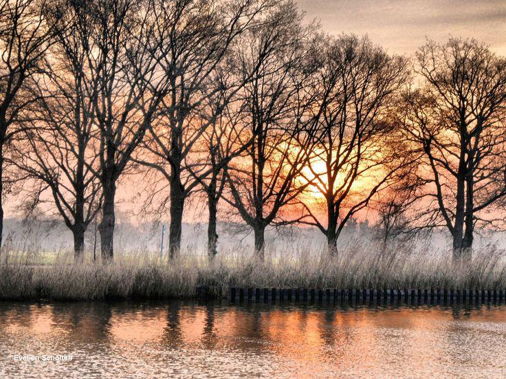 het Twenterijn kanaal ergens tussen Wierden (zwembad) en windmolenbroek.