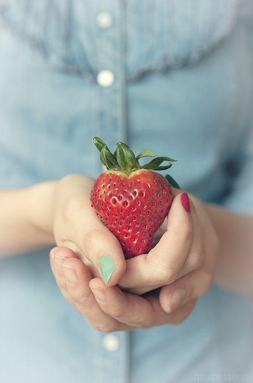 """""""...Escuta, eu não quero contar-te o meu desejo Quero apenas contar-te a minha ternura...""""   Manuel Bandeira  A strawberry for you~"""