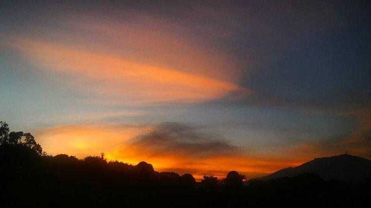 Mi atardecer de hoy// my sunset today... bye bye March!! #Caracas #Venezuela #atardecer #sunset #sunset_captures_ #sunset_pics #sunsetlovers #beautifulsky #sinfiltro #nofilter #1atardecervenezolano #ElNacionalWeb