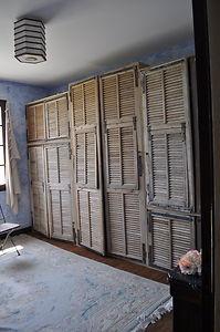Les 79 meilleures images du tableau persiennes sur pinterest persiennes volets et vieux volets - Tete de lit avec vieux volets ...