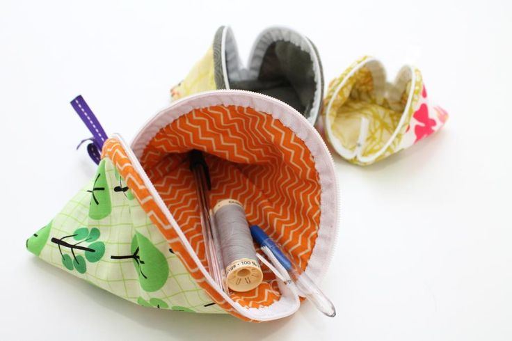 """$3.50  NESTING TRIANGLE ZIP PURSE / COIN WALLET -  LG - 6"""" x 6"""". MED - 5"""" x 5"""". SM - 4"""" x 4"""". (look like Carolyn's zipper bags?) Like Chinese fortune cookies! EZ beginner sewing project w/ some hand-sewing.  from:  Sticky Sugar Stitches"""