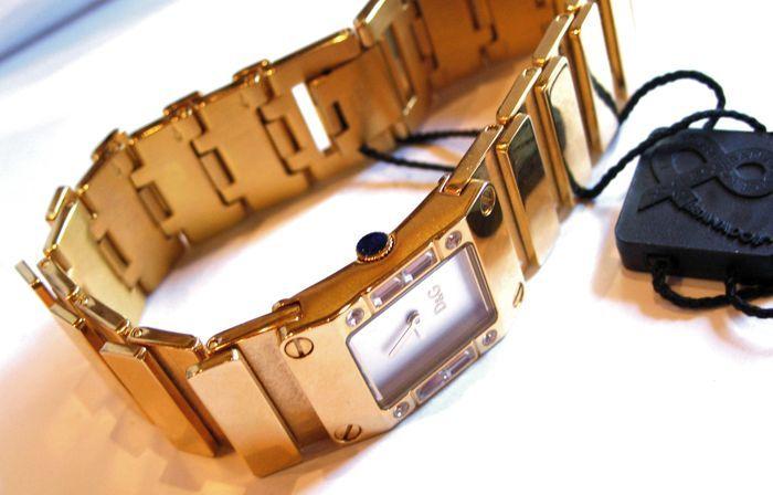 Dolce Gabbana voor & D & G dames nieuwe met Swarovski 18 kt verguld  D & G Dolce & Gabbana is ironie. Het is een modemerk dat haar inspiratie uit de straat muziek en hedendaagse om het even wat krijgt. Het transformeert deze concepten in een persoonlijke stijl van leven die grensoverschrijdend en breekt vooropgezette belemmeringen. D & G Dolce & Gabbana mode is een bevestiging van de vrijheid. Het is de meest oprechte en gevestigde uitdrukking van contemporariness en metropolitan levende…