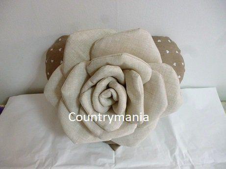 cuscino a forma di cuore con rosa di stoffa, by Countrymania, 27,00 € su misshobby.com