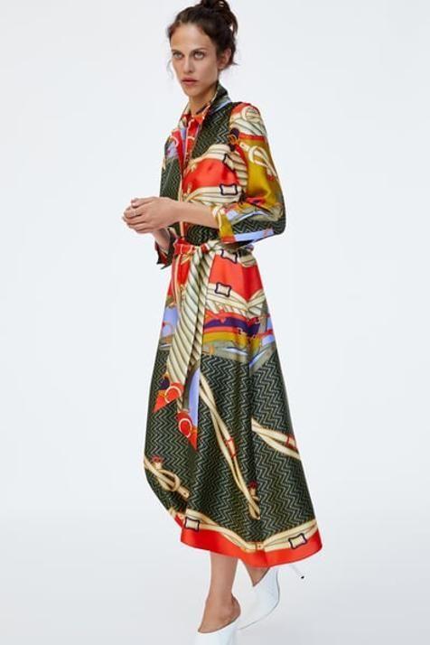 5eeb6184744 Este vestido con estampado tipo pañuelo de Zara promete ser la nueva ...
