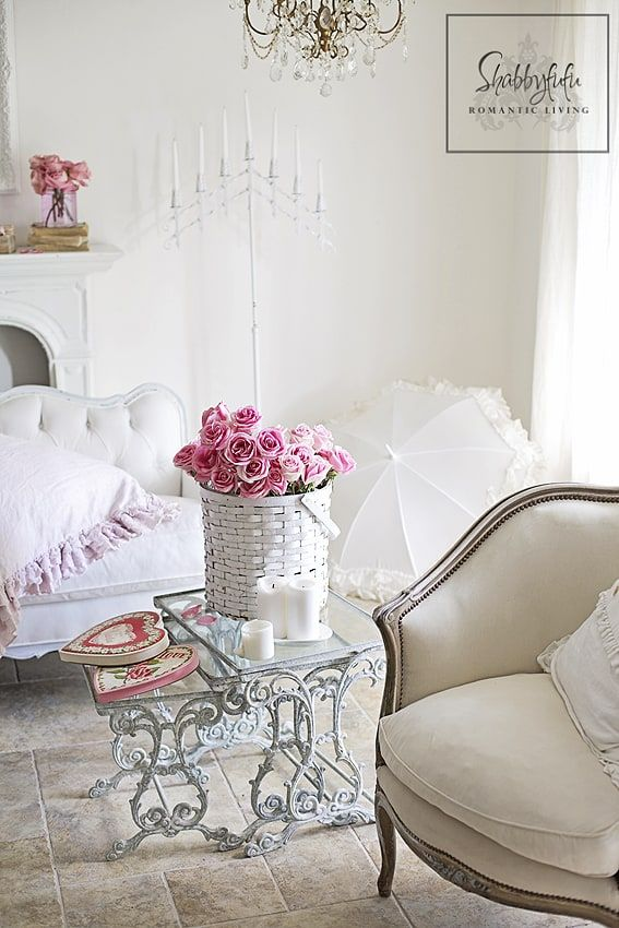 Cozy Romantic Living Room: Styling A Romantic Living Room For Valentine's Day