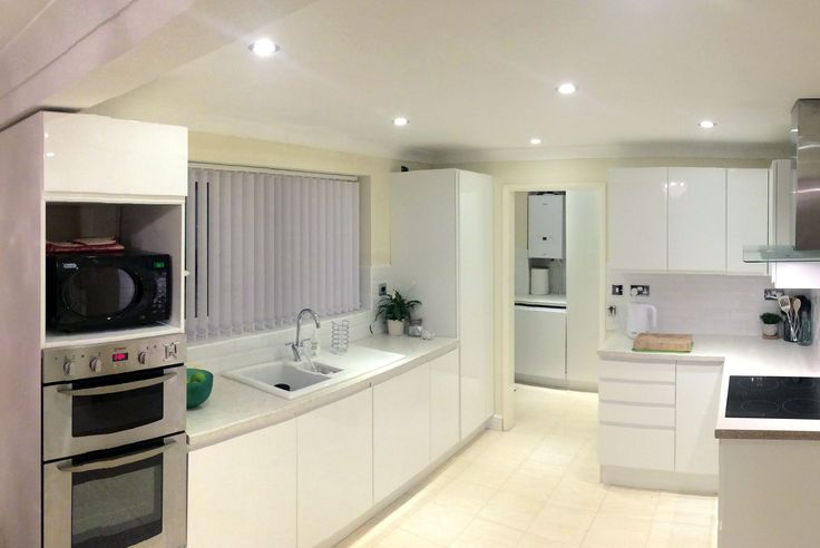 An Innova Luca Gloss White Handleless Kitchen