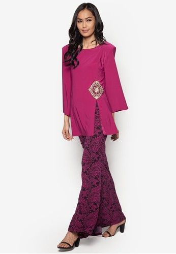 Front Slit Midi Kurung from Zuco Fashion in Pink Bearing intricate details on…