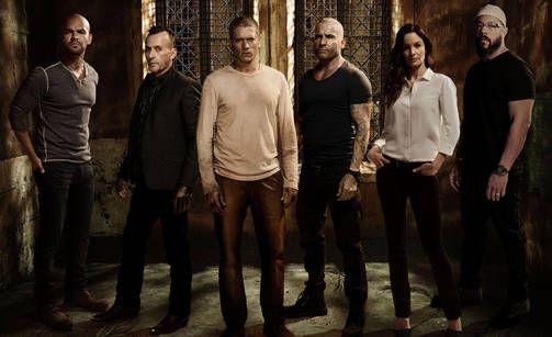 Keskeisten hahmojen näyttelijät ovat pysyneet samoina kuin alkuperäisessä sarjassakin.