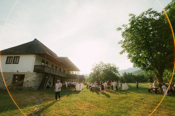 Iulia-Andrei-traditional romanian wedding_land of white deer (58)
