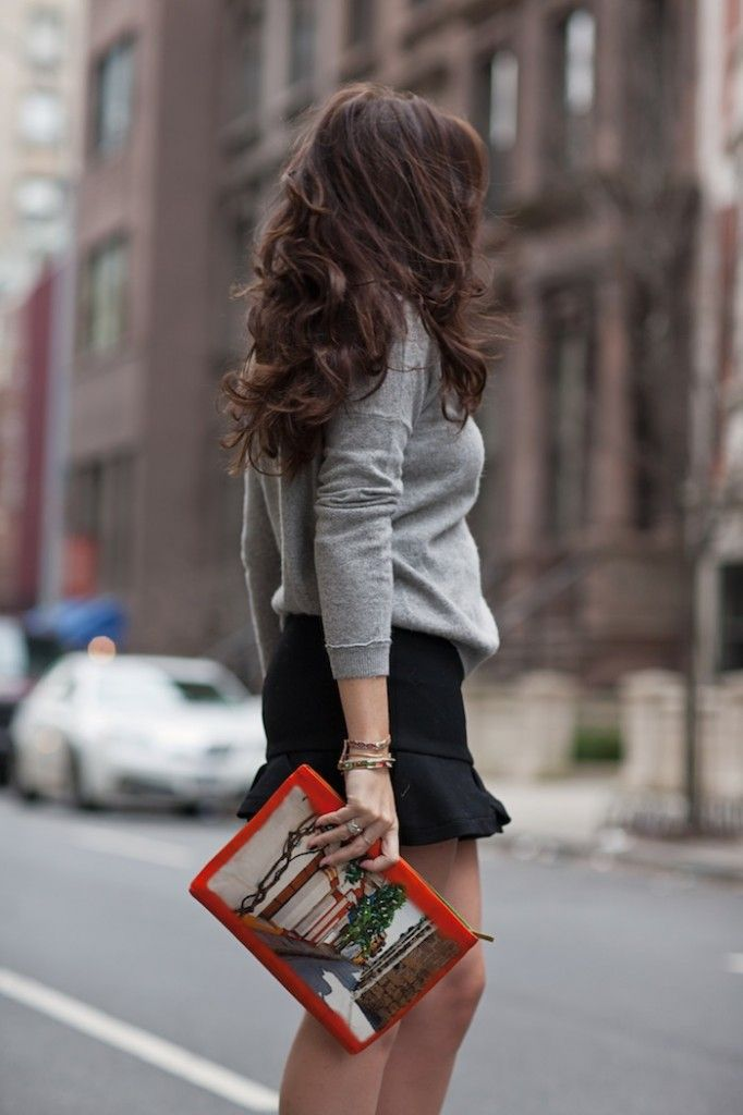 @natachasteven wearing Silvia Tcherassi callecitas clutch in Paris.