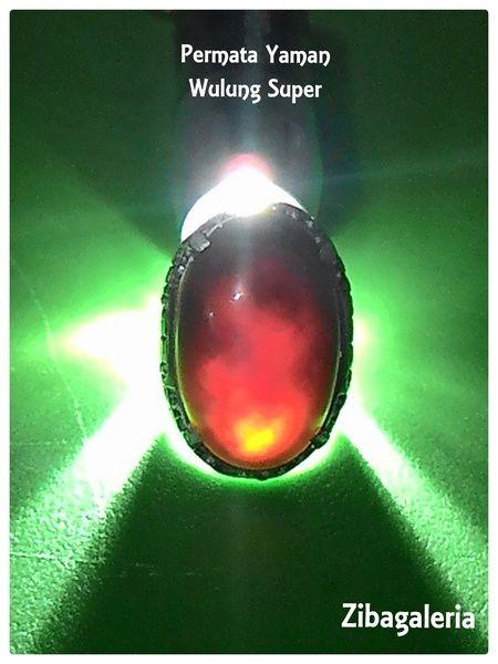 Dimensi Batu : 28 x 18 x 8 mm Ring Titanium SSQ ukuran 8  Batu Akik Yaman Wulung adalah jenis batu yang tidak saja menawan karena warnanya yang dapat berubah memerah ketika disinari cahaya lampu. Tetapi akik ini memiliki sejarah panjang dan disebut-sebut oleh banyak orang ada diceritakan dalam beberapa hikayat kenabian.  Batu yang satu ini seperti philosofi menyembunyikan ilmu, legam dari luar berisi didalam.