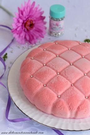 Una torta buonissima, fresca e delicata, non troppo dolce, perfettamente equilibrata. La bavarese ai lamponi incontra il cioccolato bianco...