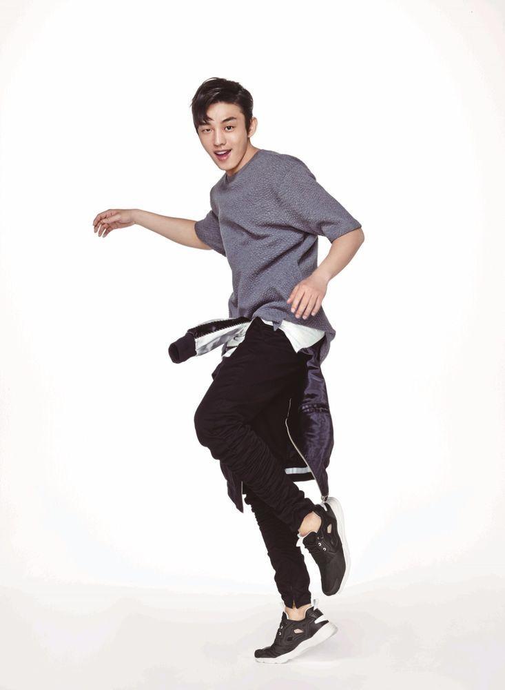 Yoo Ah In Reebok Classic Shoes Korea Actor model Photo Sign Poster Bromide K-pop