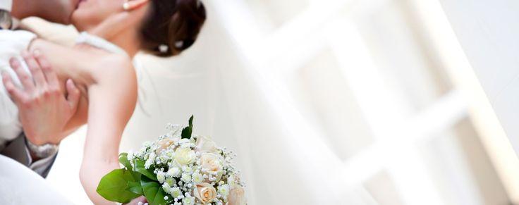 Sombreros y fascinators con aire retro # Las novias suelen llevar el cabello arreglado. Hebillas, adornos, cintas, peinados, sombreros y fascinators están a la orden del día. En especial si eres una mujer moderna y no te va el vestido de Cenicienta.Tu …