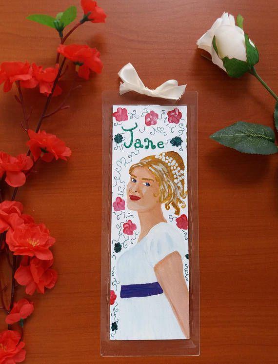 Segnalibro realizzato con cartoncino dipinto con colori acrilici raffigurante Jane Bennet, uno dei personaggi del libro Orgoglio e Pregiudizio di Jane Austen.  Il segnalibro è plastificato e misura circa 8 cm x 24 cm (3,14x9,4) ed è firmato e datato sul retro.  Originale idea regalo per
