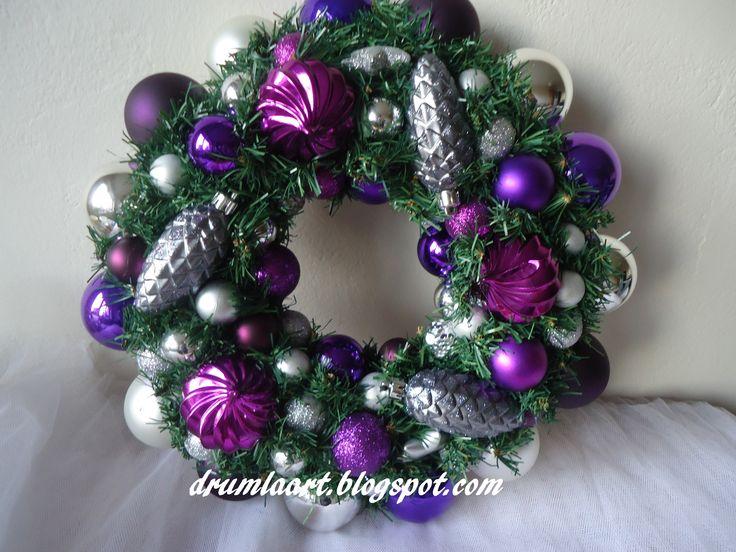 wianek bożonarodzeniowy w srebrze i fiolecie drumlaart.blogspot.com