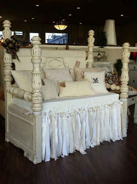How to Create a Sweer Shabby Chic Daybed From an Old headboard and foot board !