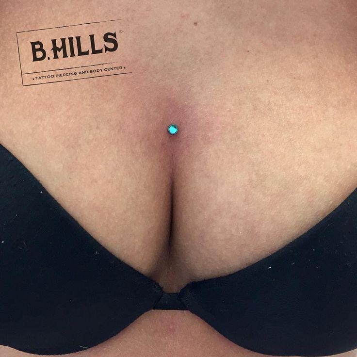 #microdermal #body #piercing #titanium #bhillstattoocompany #bhillstattoo #greenjewelery #alepyschobodypiercer #alebhills #cittadella