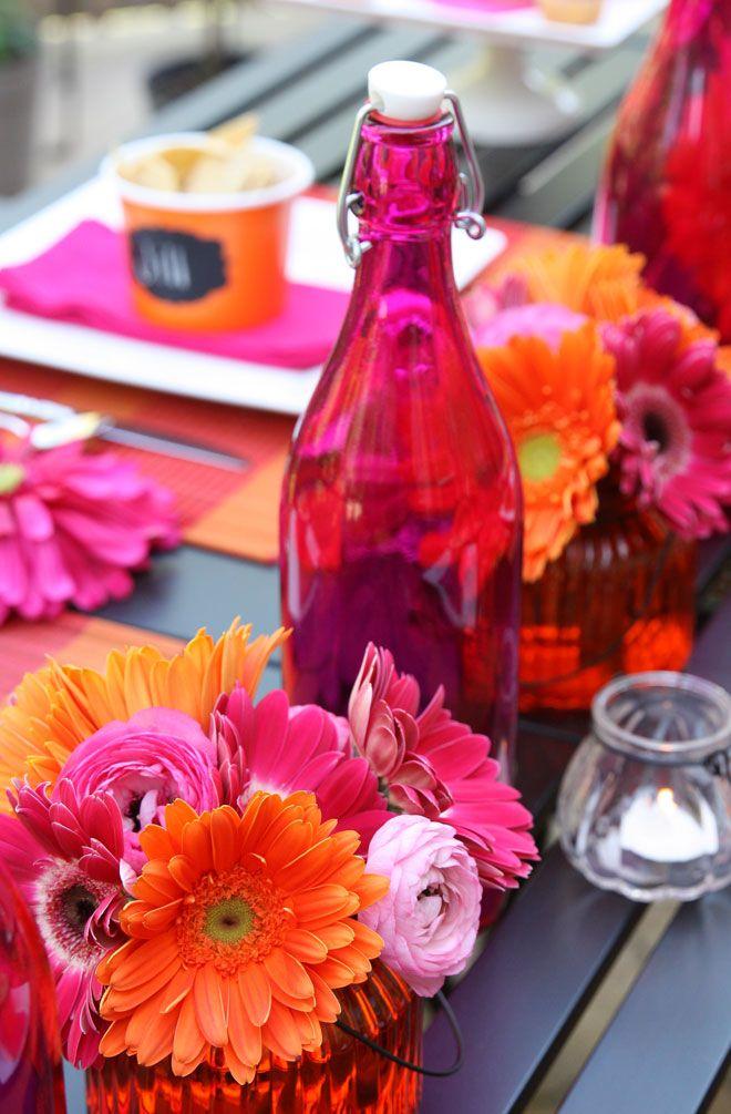 Una mesa de fiesta llena de color / A very colourful party table