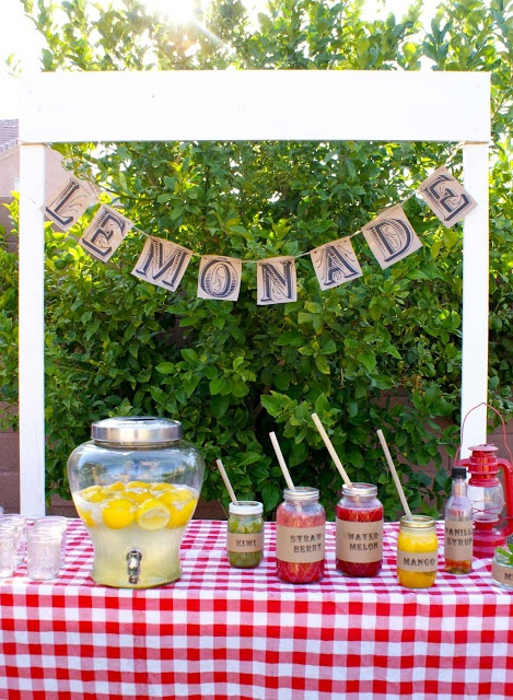 diy lemonade bar. puree fruit and pour into mason jars. guests can choose what flavor they want to make.