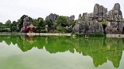 Projděte se skalním městem, které se rozkládá na ploše asi 80 hektarů.