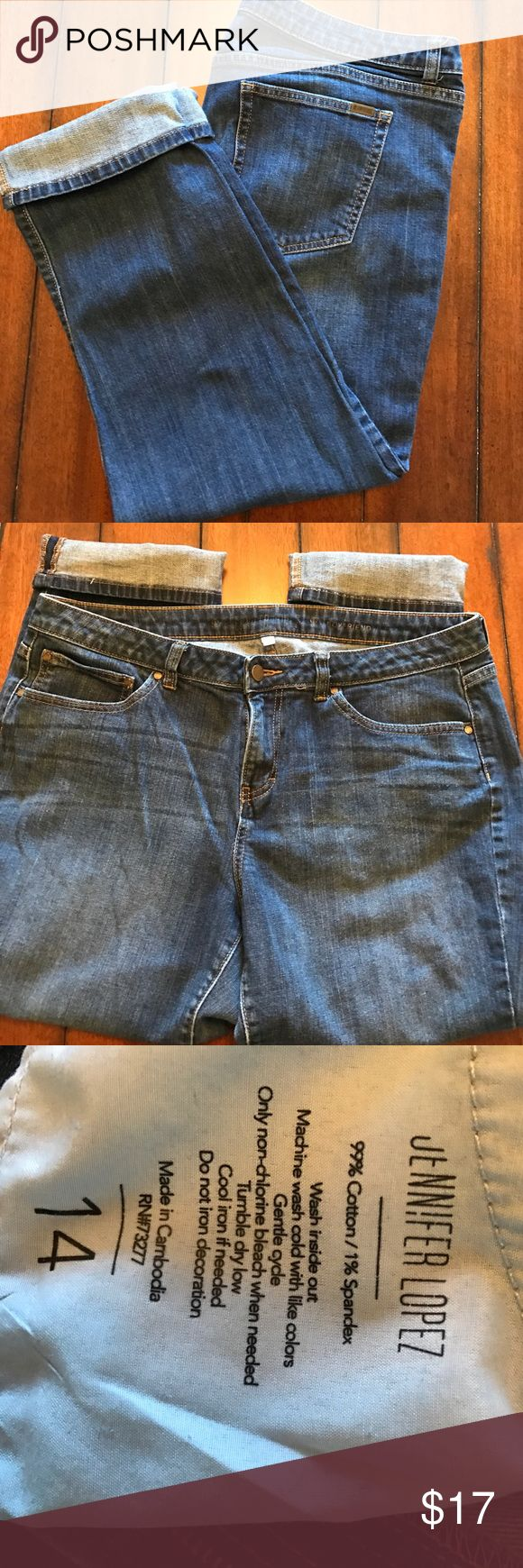 Jennifer Lopez Boyfriend Crop Jeans Dark wash, cropped jeans. Would look super cute with a pair of flats or sandals. In excellent condition from a clean, smoke free home. Jennifer Lopez Jeans Ankle & Cropped