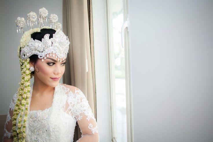 Sundanese Bride by Ezza Syahreza